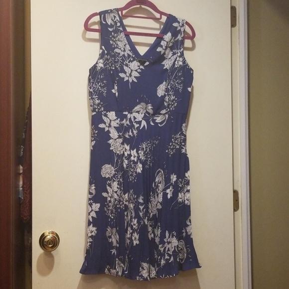 Banana Republic Dresses & Skirts - Banana Republic Floral Dress 4